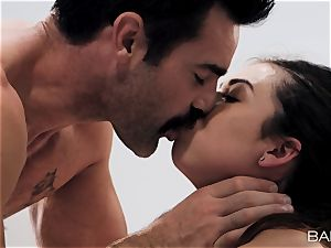 Melissa Moore jizzed on by draped patient in clinic