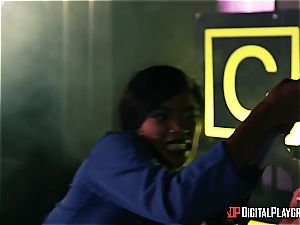 Alien prisoner demolishes Kiki Minaj's caboose