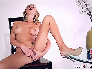 bootylicious Brett Rossi uses her fresh fucktoy to satiate herself