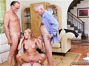 older intercourse very first time Frannkie And The group Tag crew A Door To Door Saleswoman