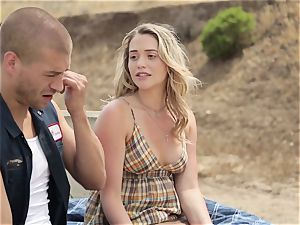 Mia Malkova gets stuffed in her moist cunny outdoors