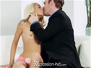PASSION-HD Mid onanism pound with Elsa Jean