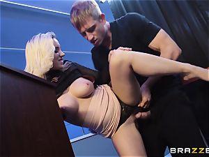 Bailey Brooke gets jiggish with the draped bouncer