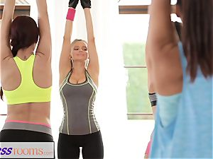 FitnessRooms Yoga femmes get creampied in a yoga class