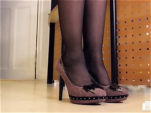 cabooses BUERO - bi-racial lovemaking at the office with cougar