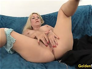 Mature Cala covets demonstrates off her parts before fuckin'