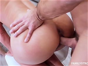 Phoenix Marie gets a steaming 3some at the dinner table